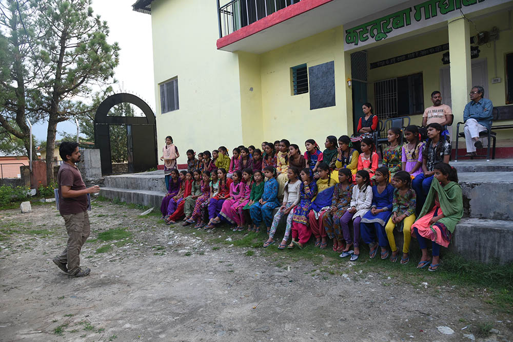 Vishal Santra running an awareness session for schoolchildren in Himachal Pradesh